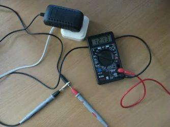 Как проверить силу тока блока питания мультиметром?